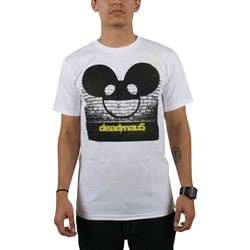 Deadmau5 - Logo On Wall/Bricks Mens T-Shirt In White